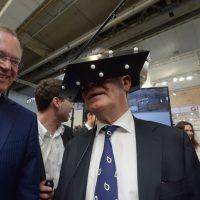 Joachim Gauck, Raumbrille immersight, EMO 2013 Hannover