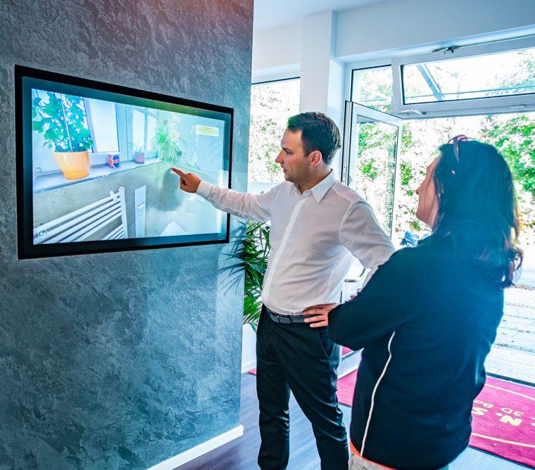 Virtuelle Ausstellung Badsanierung Badausstellung Beratung Touchdisplay